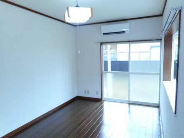 角部屋なので、側面に窓があり開放的です。