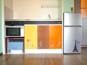 電子レンジ・2ドア冷蔵庫ついてます。