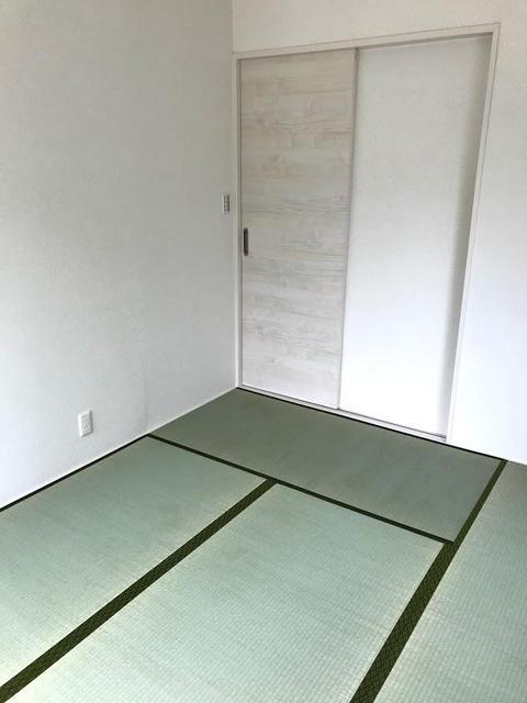 6畳の和室、独立タイプで来客時にも便利です。もちろん収納付きです。