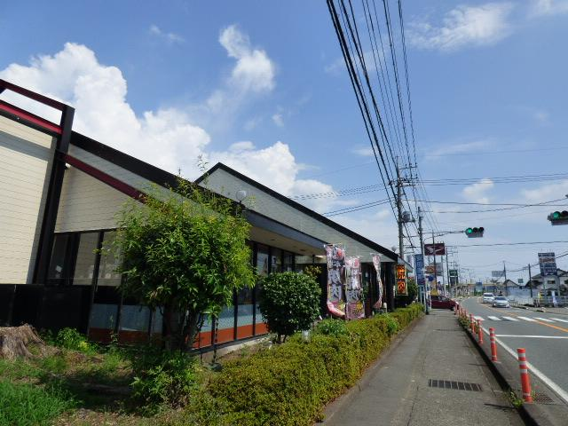 前面道路は富士宮市のメインストリート 建築家 黒川紀章氏設計