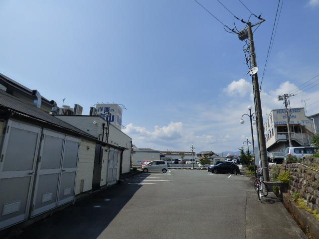 前面道路はひっきりなしに車の行きかう幹線道路 商業地として最適!!