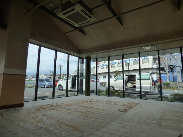 南面は幹線道路(旧大月線)です。 西富士道路 富士宮バイパスと旧大月線に囲まれた市街地 JR身延線源道寺駅も徒歩圏内